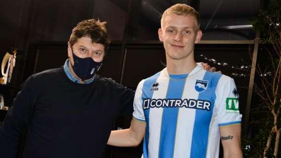 Jens Odgaard🇩🇰 (21) fue oficialmente cedido al Pescara por 6 meses despues de su breve paso por el FC Lugano. Es el tercer préstamo para el delantero. https://t.co/3xbT4R8nsP