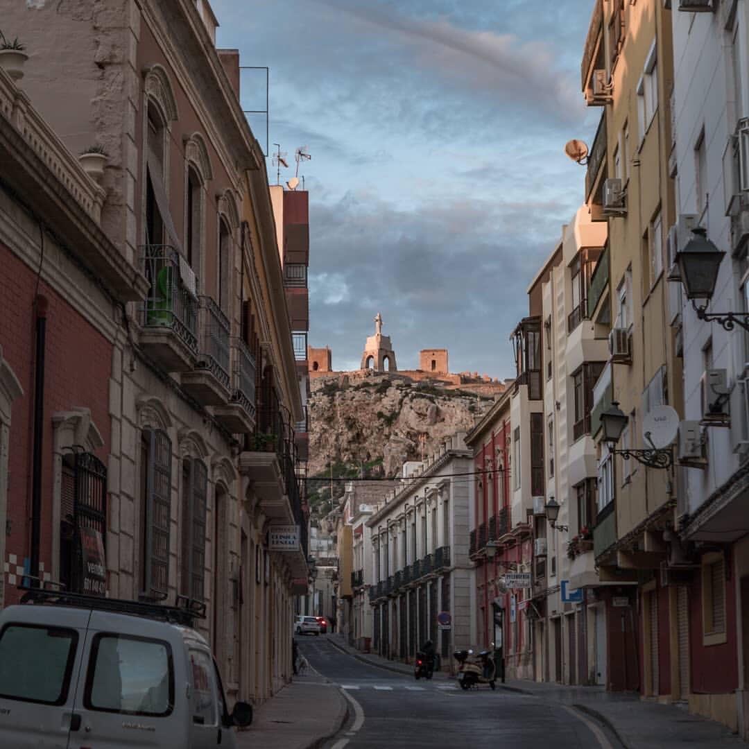 Calle de #Almería.(Fotografía de chornyi_maksym en Instagram)