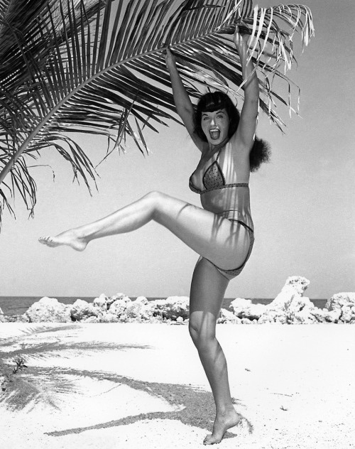 Happy new day, Bettie babes and beaus! 🎉🤸🏻♀️💜  ~ Pic by Bunny Yeager ~  #bettiepage #bunnyyeager #pinup