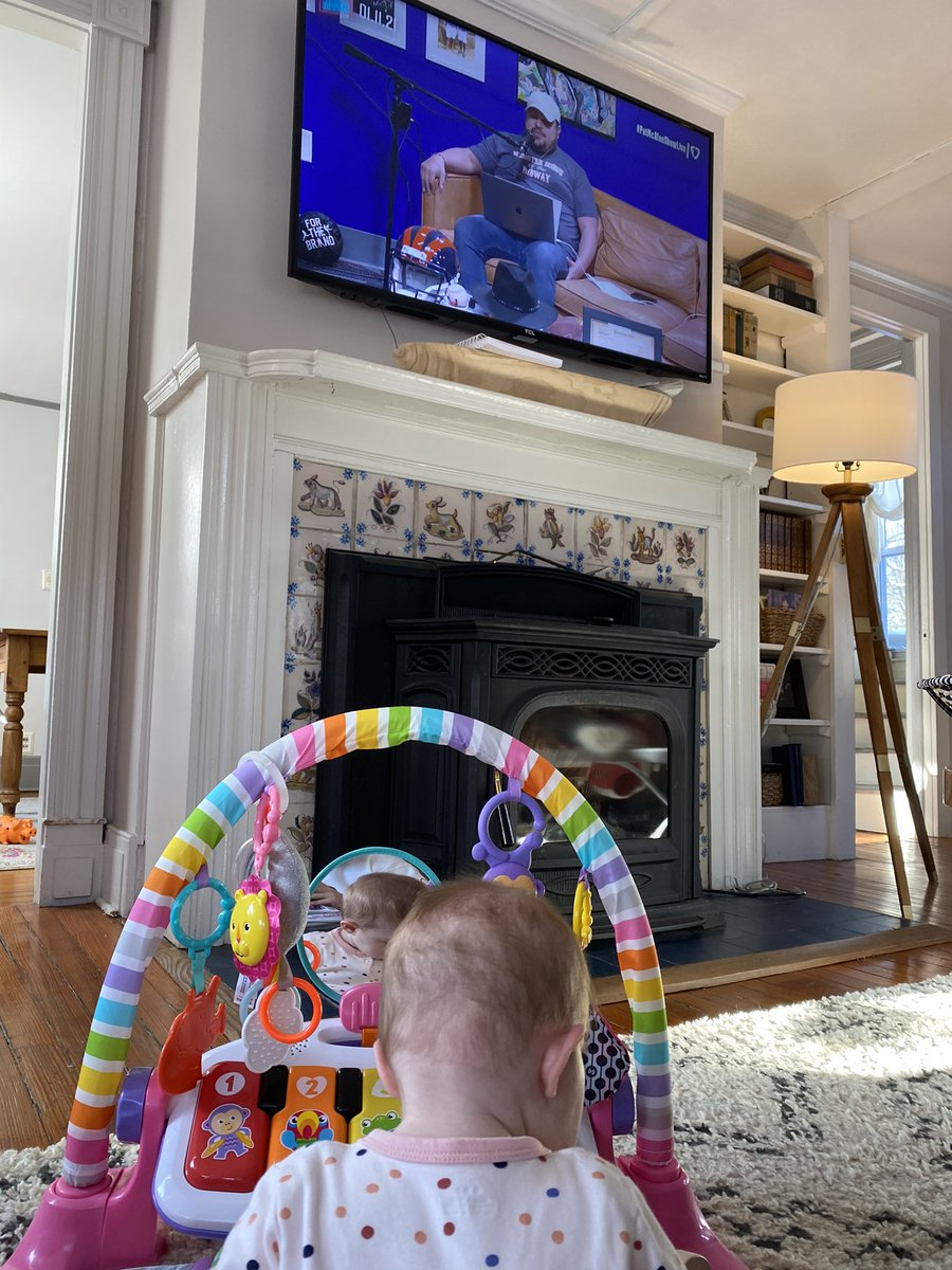 @PatMcAfeeShow @VivalaZito even the little one knows this show stinks #PromoteTheVote