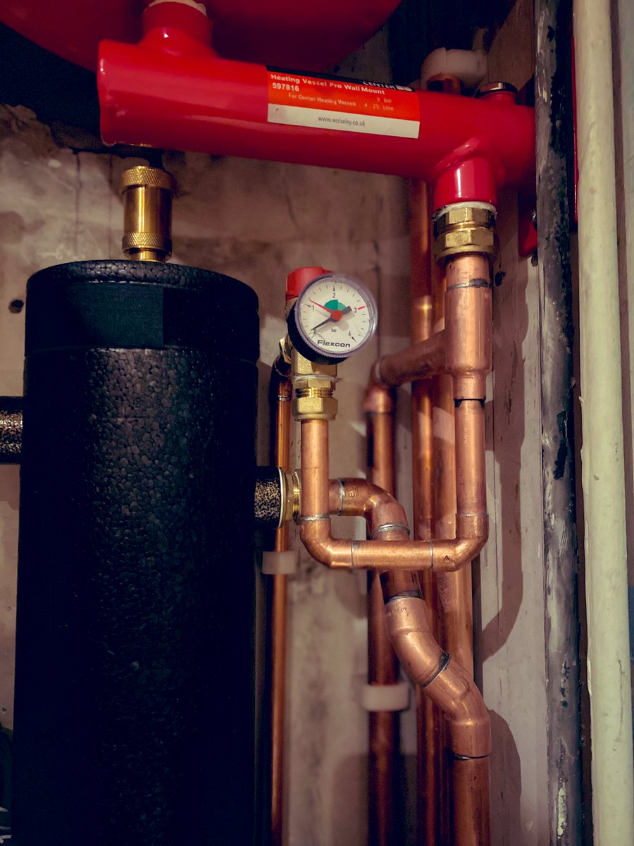 Heat Pumps are a bit like having a minature commercial HVAC system squeezed into your house. And that is extremely cool indeed. This low loss header and vessel is where the gas boiler used to be... #byebyeboiler #helloheatpump #steampunk #industrial