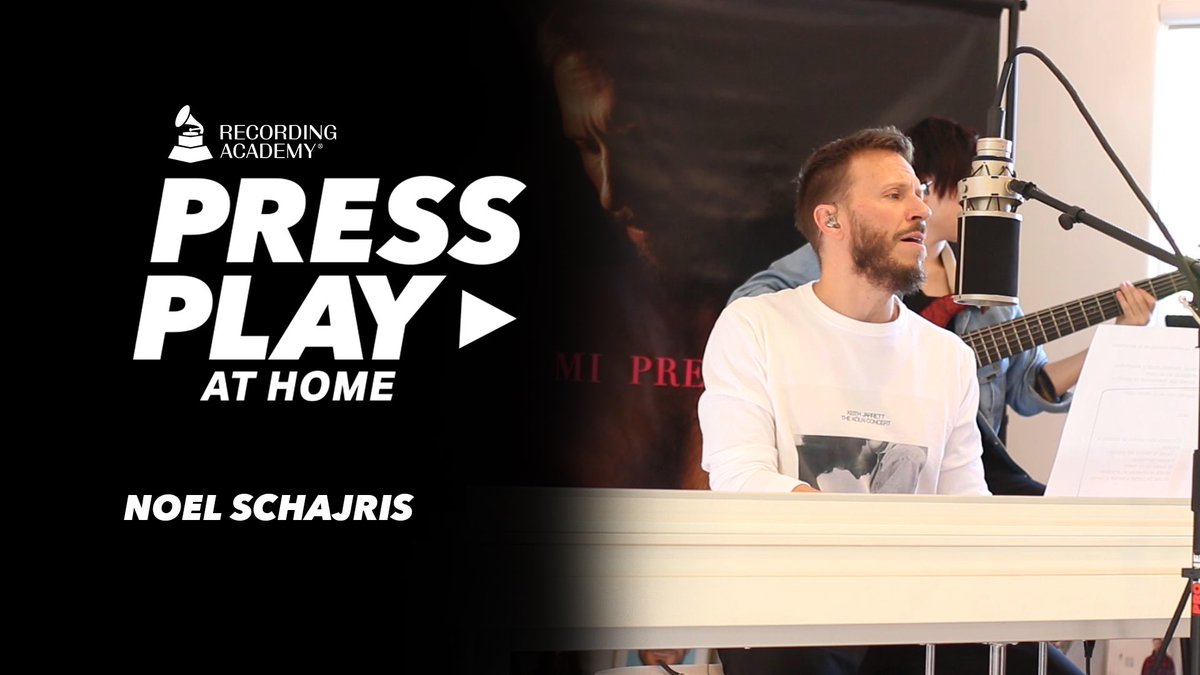 "#PressPlay on @NoelSchajris ▶️  He gives an emotional performance of his #single off the album ""Vacio"" 🎵:"