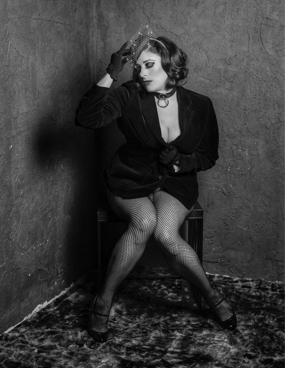 Thank you V Photography #thickthursday #thicc #thick #thickandcurvy #corset #thickthighsandprettyeyes #burlesque #burlesquedancer #pinup #pinupstyle #photography #blackandwhitephotography #vintagestyle #leathercollar #collar #vintage #hair #makeup #stl #STL #StLouis