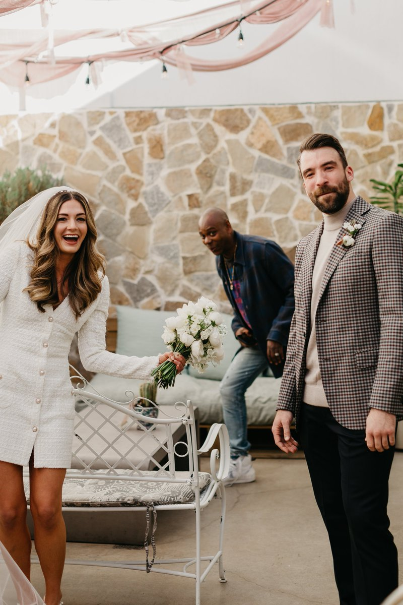 Replying to @NetflixIsAJoke: Here's Dave Chappelle photobombing a wedding to cleanse your feed   📷: Anna Szczekutowicz