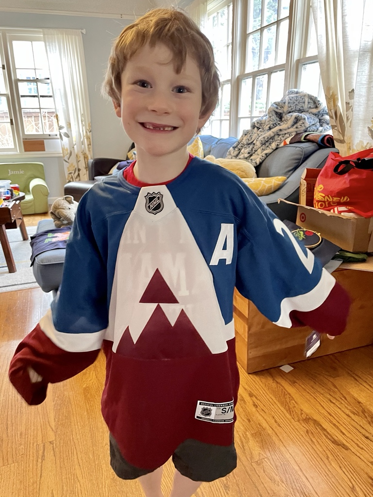 Turns 7 today ✅ New MacKinnon jersey ✅ @Avalanche win ☑️ Waiting patiently and ready foe the game!! #GoAvsGo
