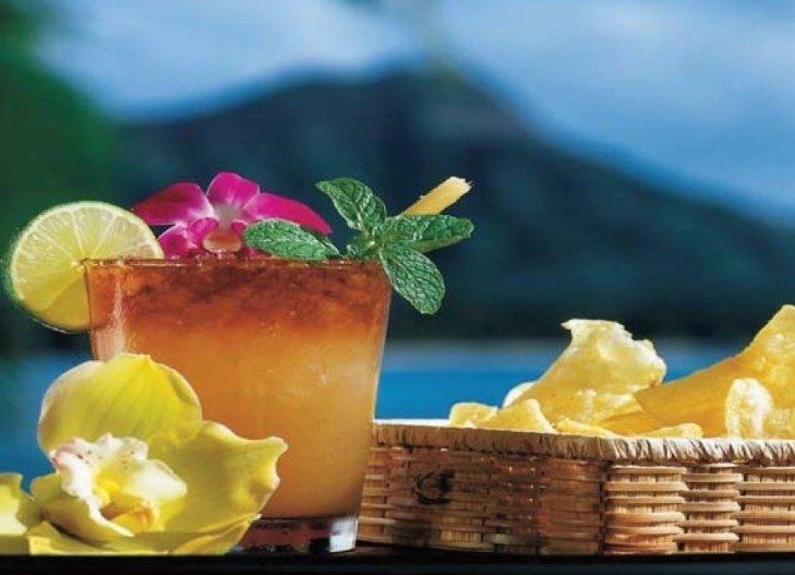 When visiting in Oahu, stop in at House Without A Key for their signature Mai Tai. This is one of best-known venues in Waikiki for dinning, located at the Halekulani Hotel.  #hawaii #aloha #waikiki #travel #hilife  #waikikibeach #gohawaii #bartender #oahu
