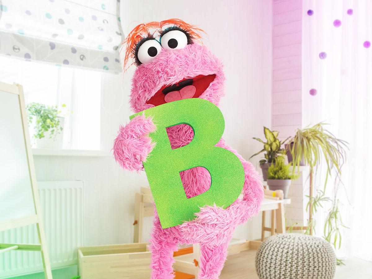 Lola tiene como tarea encontrar palabras que empiecen con la letra B, ¿Le ayudas a Lola? Empieza Lola: ¡Bueno, Bonito, Barato!