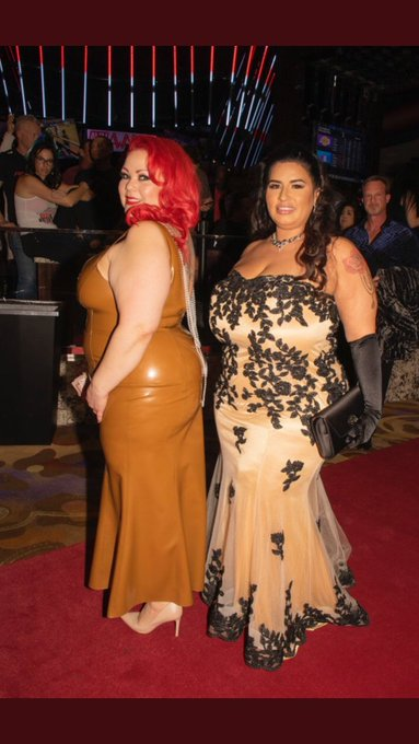 2 pic. Throwback to last year at @AEexpo & @avnawards. @BbwSofiaRose and I snuck in a quick smooch in