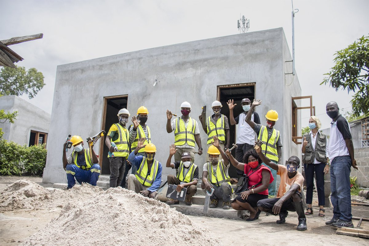 As part of @UNDP post-cyclone reconstruction project , 320 houses will be rehabilitated in #Mozambique.  The beneficiaries are the most vulnerable families, such as those headed by the elderly, single mothers, chronically ill, and people with disabilities.
