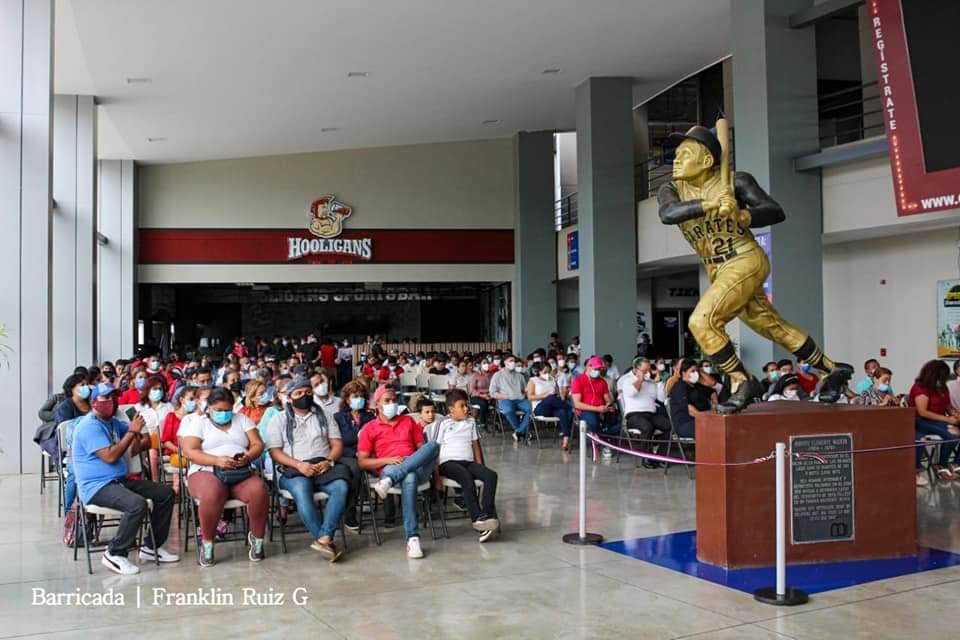 #21Enero // Nicaragüenses despiden con homenaje póstumo realizado en el Estadio Nacional, al cronista deportivo Xavier Araquistain #Nicaragua #ManaguaSandinista https://t.co/yc6c7Lal2E