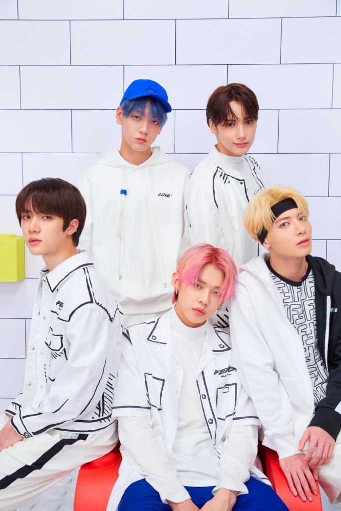 🚨 You're not #StillDreaming, the new @TXT_bighit album is here. Listen now:  #TOMORROW_X_TOGETHER #TXT