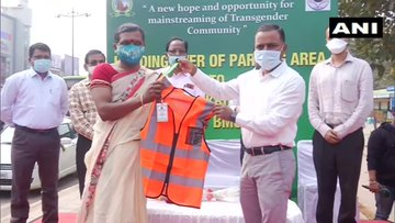 Odisha: Bhubaneswar Municipal Corporation (BMC) yesterday handed over the responsibility of managing parking areas in south-eastern zone to a Self Help Group comprising transgenders on pilot basis for two months.