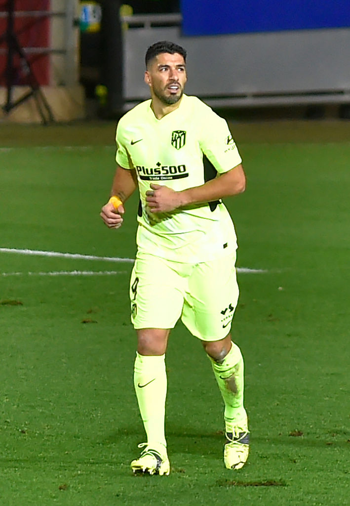 El @Atleti es más líder de @LaLiga gracias a su victoria en casa del Eibar (1-2).  👉 ¡Empezó marcando el portero del Eibar! 👉 @LuisSuarez9 remontó con dos goles. 👉 11 goles para el uruguayo en 14 partidos ligueros.  #UCL