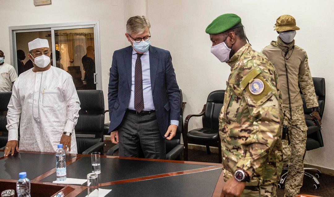 M. @Lacroix_UN et le Chef de la MINUSMA ont été reçus ce 21/1, par le Vice-président de la Transition, le Colonel Assimi GOITA. La mise en œuvre de l'Accord pour la #Paix et la Réconciliation ainsi que la situation sécuritaire dans le pays ont dominé les échanges.