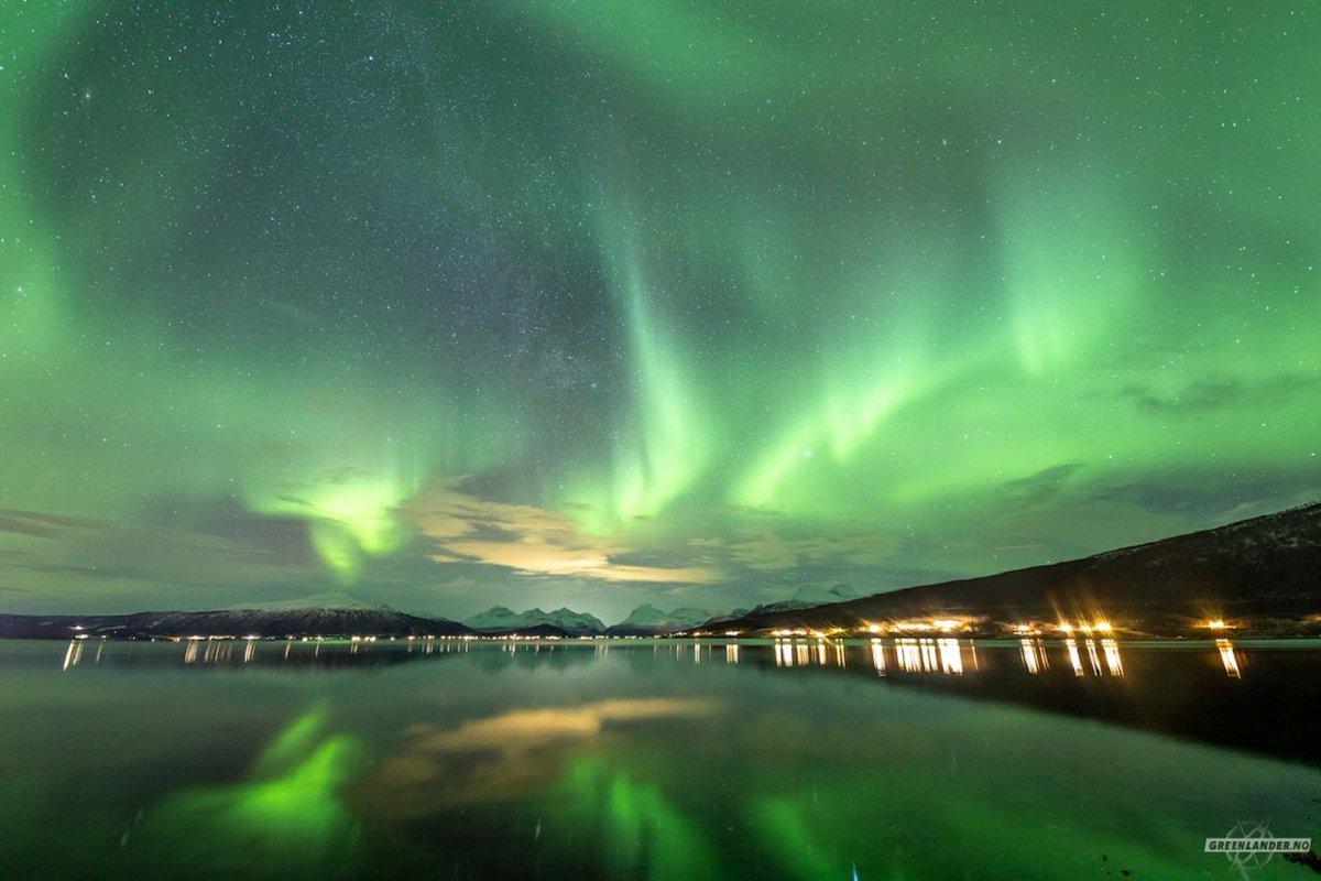 Las primeras auroras boreales del nuevo año sobre Tromso, Noruega (Markus Varik, 2021)