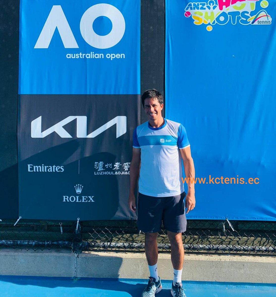 """Por iniciar su cuarto día de entrenamiento previo al #AustralianOpen hoy Gonzalo Escobar (65 dobles), que confirmó jugará un torneo antes del #GrandSlam australiano, el #ATP250 de Melbourne """"Great Ocean Road Open"""" desde el 31 enero https://t.co/b9tRY8J8Sr https://t.co/EwmgA4SMtu"""