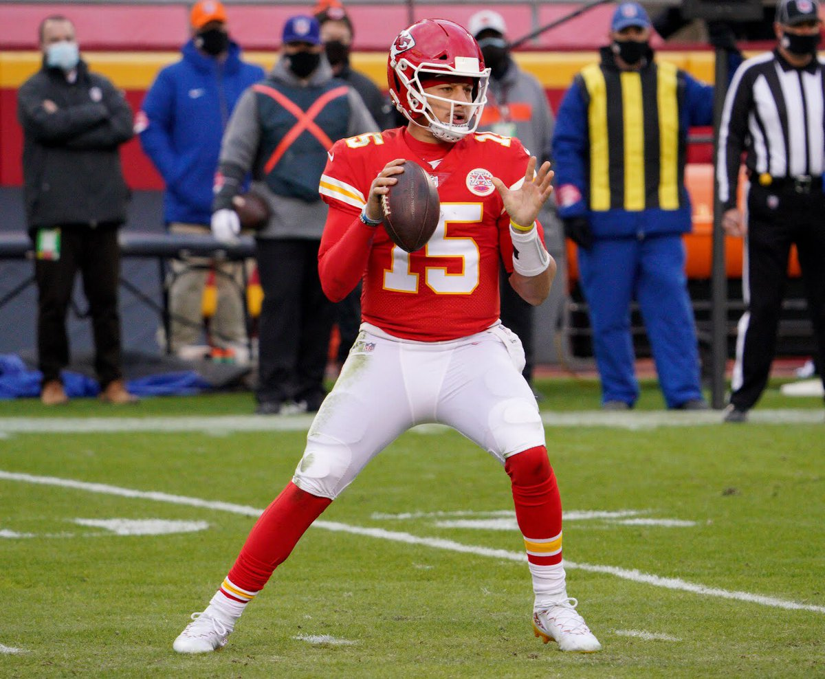 #PatrickMahomes practices, remains in #concussion protocol. Status uncertain for Sunday's #AFC Championship against #BuffaloBills #NFL #Bills #BillsMafia