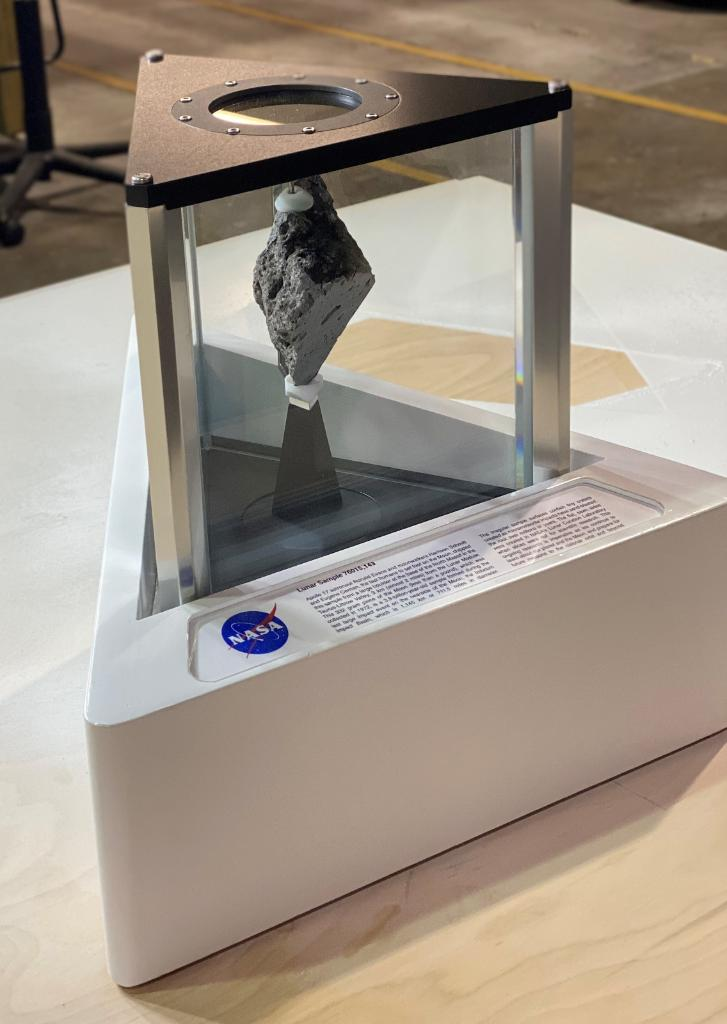 ICYMI: A reminder of our @NASAArtemis pledge to return to the Moon now sits in the Oval Office. Learn more about the lunar sample on loan to the @WhiteHouse: