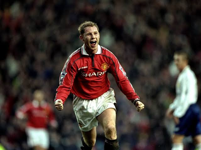 Hoy cumple 46 años Nicky Butt, el inglés 🏴󠁧󠁢󠁥󠁮󠁧󠁿 jugó para Manchester United, Newcastle, Birmingham y South China AA  Conquistó 🏆🏆🏆🏆🏆🏆 #PremierLeague, 🏆🏆🏆 FA Cup, 🏆🏆🏆🏆 Community Shield, 🏆 #ChampionsLeague y 🏆 Copa Intercontinental #ClassOf92