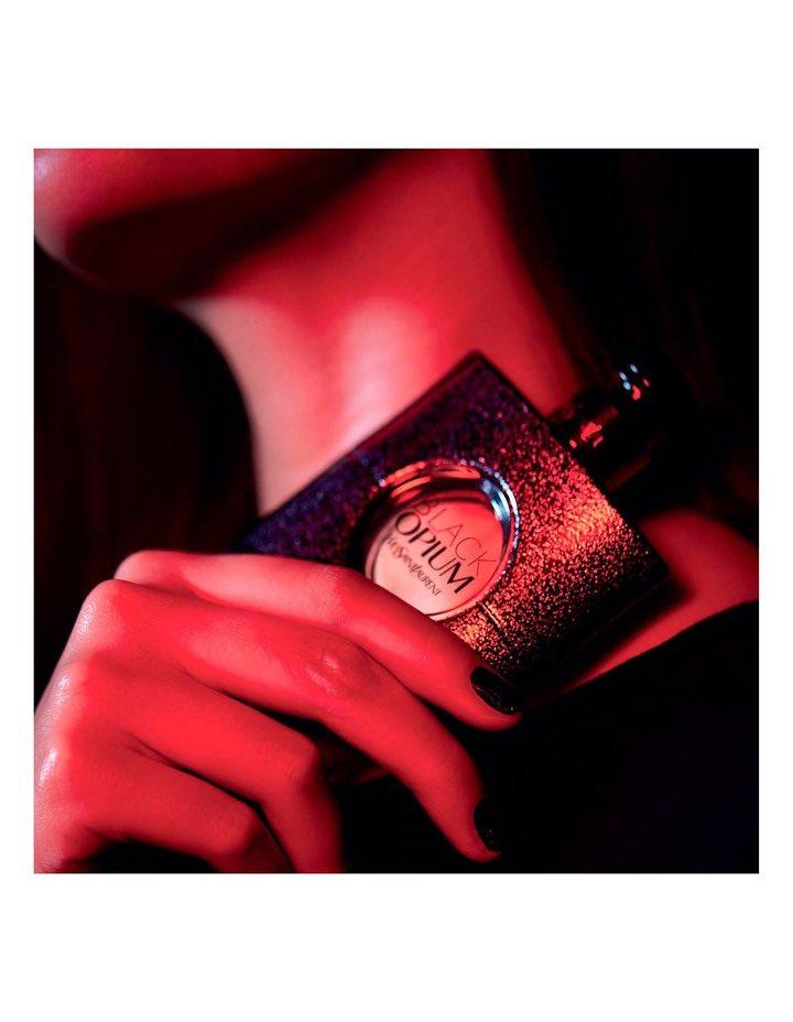 #Blackopium De: Yves Saint Laurent Para damas (for ladies) Lo puede conseguir (you can see it in): https://t.co/xLV1YZSb7V Un perfume dulce con notas de fondo a vainilla, pachulí, cedro y madera de cachemira. Pero no empalaga, encuentra muy bien un equilibrio sin pisar extremos. https://t.co/HXOmJUmzSM