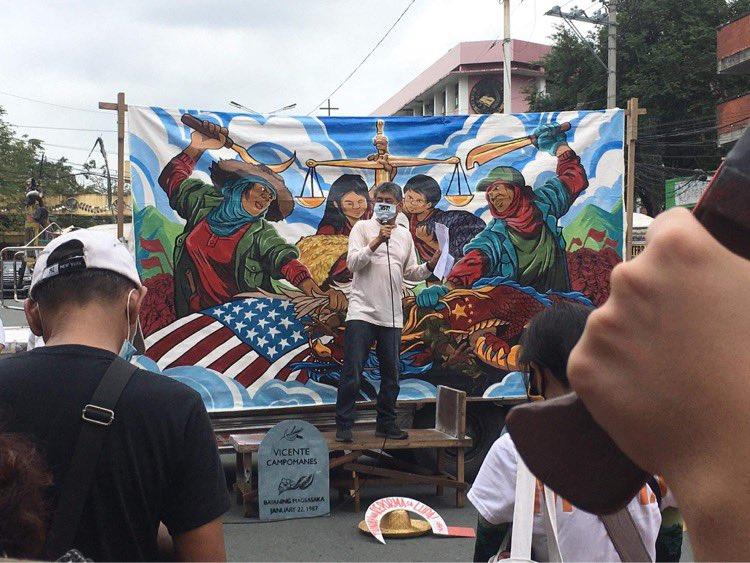 TINGNAN: Humanay na ang iba't ibang mga sektor sa Mendiola upang pag-alala sa Mendiola Massacre.  #MendiolaMassacre34 #StandWithFarmers #StopTheKillingsPH #OUSTDUTERTENOW