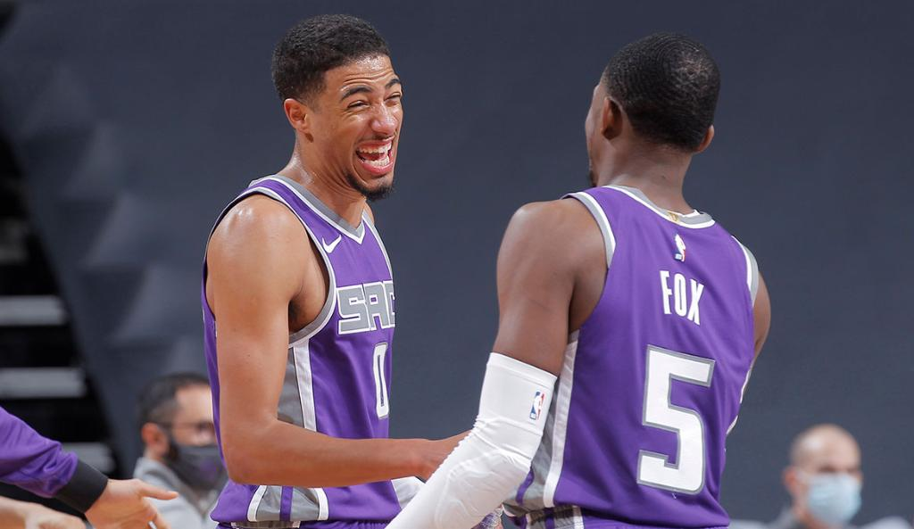 """You can't watch him without marveling at his anticipation and smarts.""  Read why @BleacherReport ranks the Kings backcourt as one of the best in the league under 2️⃣5️⃣.  📝 » https://t.co/2pd7nvZR7k https://t.co/zl6pBl2B8z"