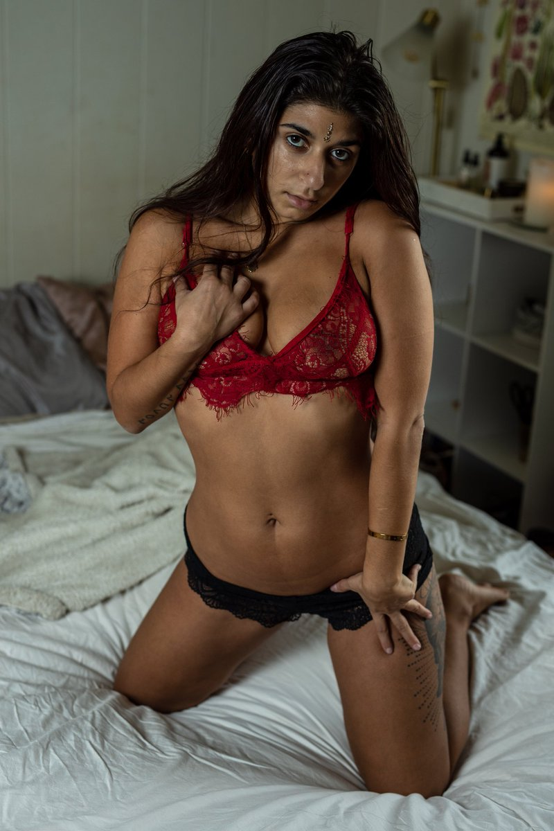The way you look when you feel sexy!  #innerglow #goddesvibe #selflove #boudoir #Oahu #Honolulu #investinyourself #ValentinesDay