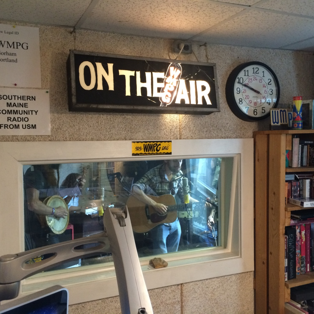 #RemotePandemic_Us_Folk #43_WMPG #PortlandMaine #USM #CommunityRadio Jan22, 2021 NewTrks; #JeffTweedy #DustBowlFaeries #GarrisonStarr #ElsieGawler #TinaLoeffler #DarlingWest #PJMorton #RolyWitherow #MasonLindahl #KatieOates #JeffRojo  8:30-10:30a.m. Listen