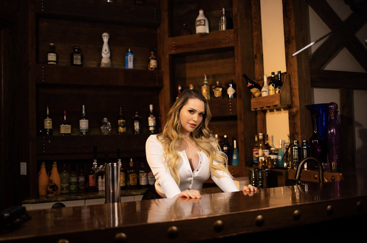 .@MiaMalkova on Blackberry Castle, Muse & Content Creation ow.ly/A3fw50Df7Cl 📸: @ElisJournal