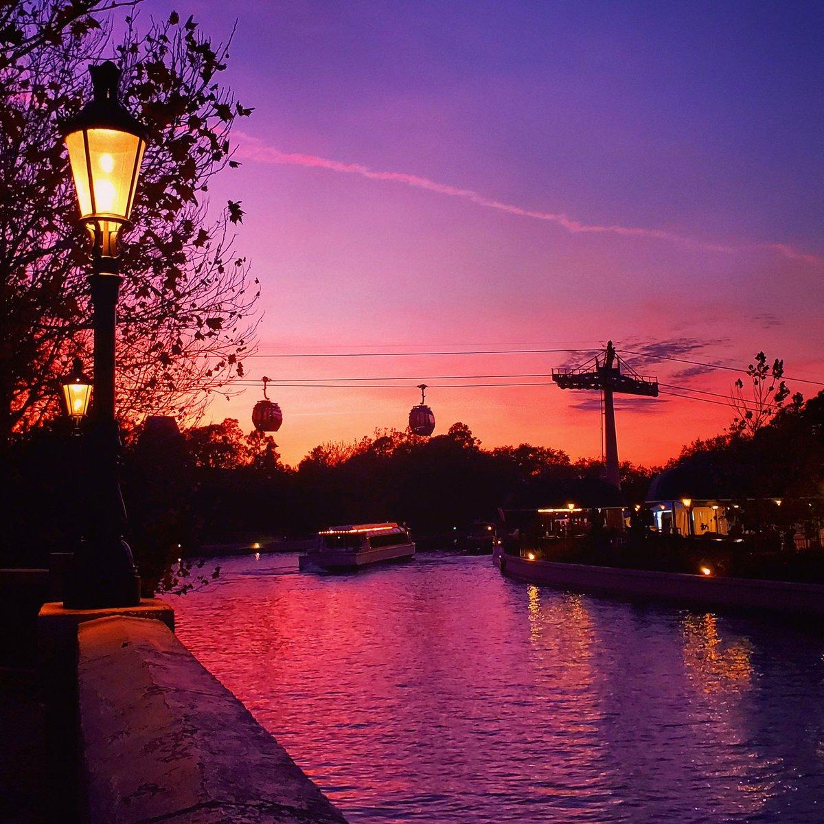 EPCOT sunset tonight over International Gateway! 💜❤🧡💛 #epcot #sunsets #disney #disneyworld #orlando