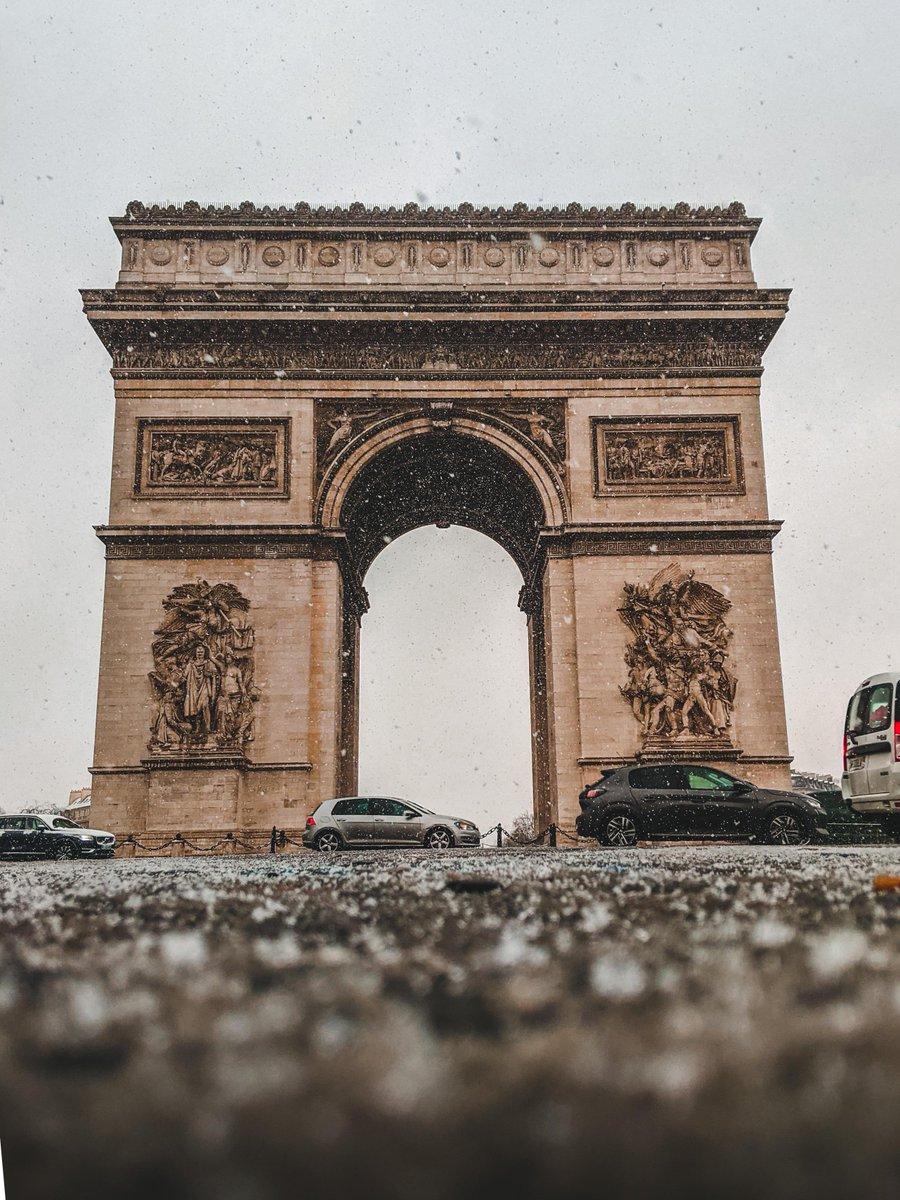 Arc de Triomphe in the Snow | Paris. From u/Le-Croissant on /r/mostbeautiful #arcdetriomphe #snow #paris #mostbeautiful