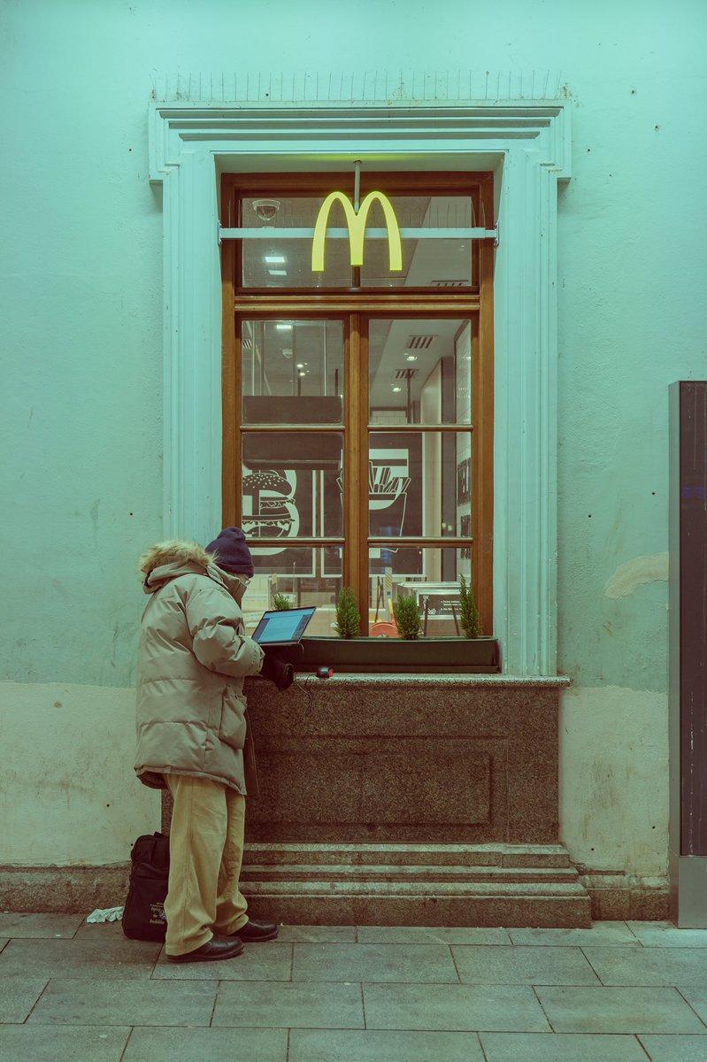 NOHOMEOFFICE #lockdownverlaengerung #lockdown #lockdown2021 #COVID19 #Corona #Homeoffice #Homeless #work #wlan #McDonalds