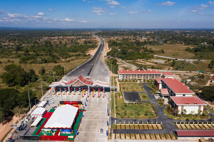 Chinese President Xi Jinping calls for closer exchanges with Laos, saying China is ready to work with the country to further intensify high-level contact, cement strategic communication and deepen experience exchanges on party and state governance