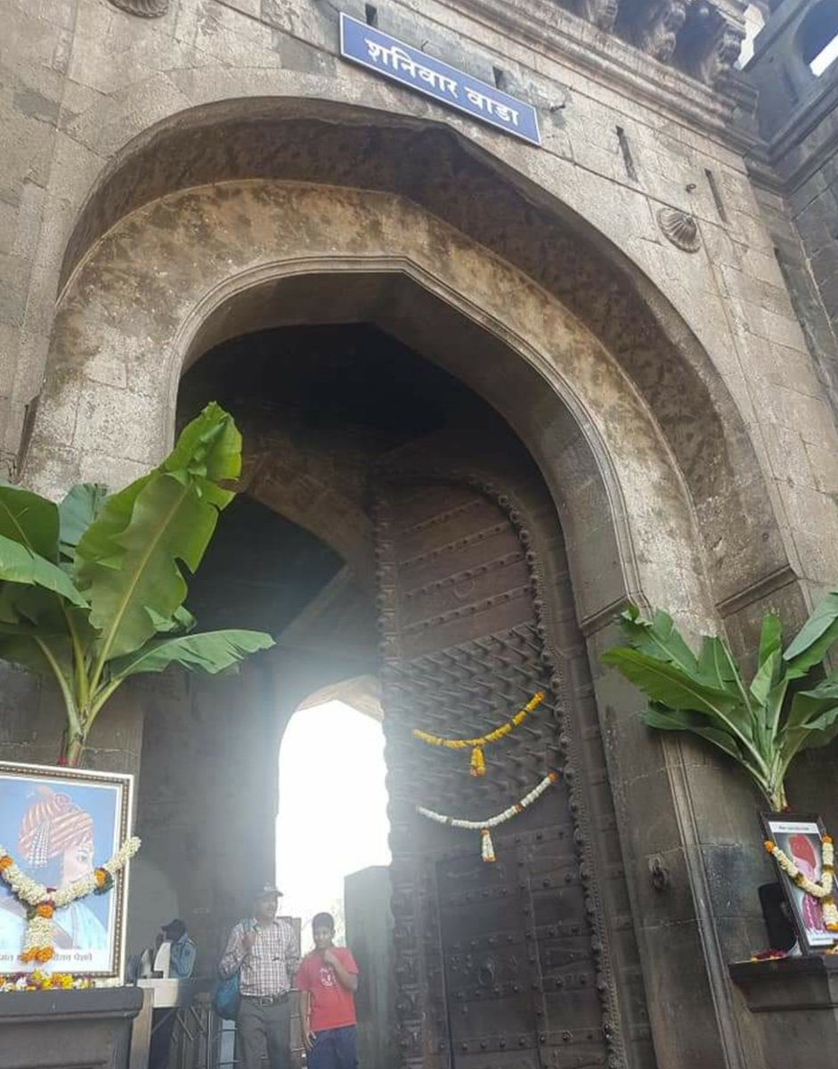 On Shaniwar wada's 289th birthday, this reminder to @ASIGoI that the huge 18th C wall painting of Ganesh and the floral design on its doorway are fast disappearing. #Pune #Bajirao #India @mohol_murlidhar @AnilShiroleBJP @SidShirole  @prahladspatel @yashodhararaje @narendramodi https://t.co/jdSy5mT7mx