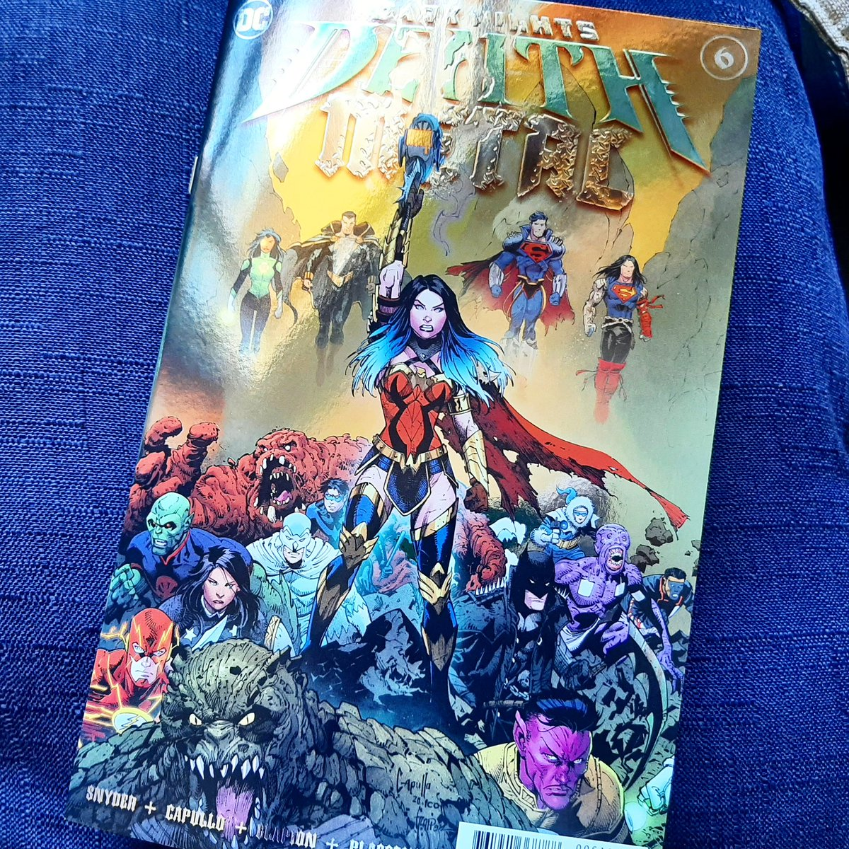 Nothing more metal than blue hair Diana wielding a cosmic chainsaw. Nothing. I 💙 this cover. 🤩🤘🏻 #DarkNightsDeathMetal #DC #ScottSnyder #GregCapullo #JonathanGlapion #FCOPlascencia #WonderWoman #KillerCroc #Sinestro #Flash #DonnaTroy #Batman #HawkandDove #MartianManhunter