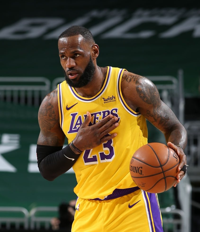 Let's put some respect on 👑LeBron James tonight:   34 points  5 rebounds  8 assists  13/25 FG 6/10 3PT #LakeShow #Nba