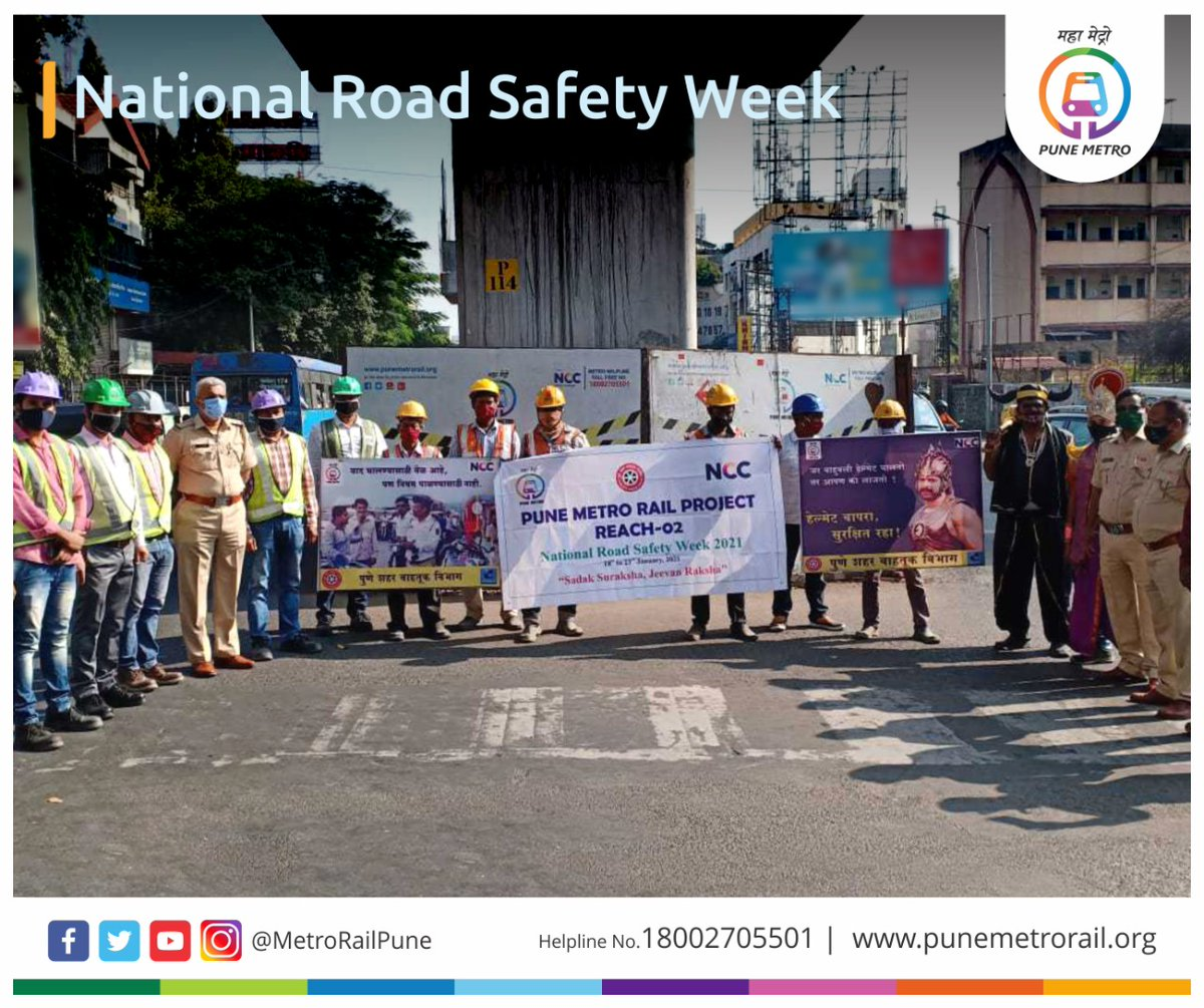 #PuneMetro team #Reach2 celebrated #RoadSafetyWeek at Nal Stop and Deccan Corner. We encouraged people to drive safely on road and requested to use #RoadSafety measures and follow traffic rules. Those who obeyed the road rules were honored with flowers.