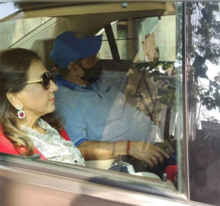 Bollywood Actor Varun Dhawan's parents #DavidDhawan and #LaliDhawan arrive at the actor's wedding venue in Alibaug.  #VarunDhawan #NatashaDalal #Varusha #Alibaug