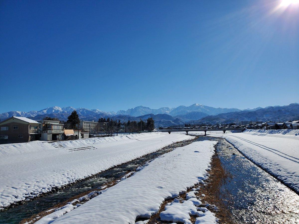 test ツイッターメディア - 一昨日の写真ですがウォーク中にいい写真がとれました❕ 曇天が続くなか貴重な晴れ #ドラクエウォーク #富山大雪  #立山連峰 https://t.co/gQRRY9Kaei