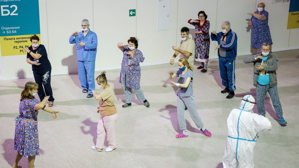 Can practicing Tai Chi help recovery from COVID-19?  #COVID19 patients in a temporary hospital in #Moscow were seen practising Tai Chi on Wednesday, a Chinese martial art. Doctors say it can help the process of lung recovery.