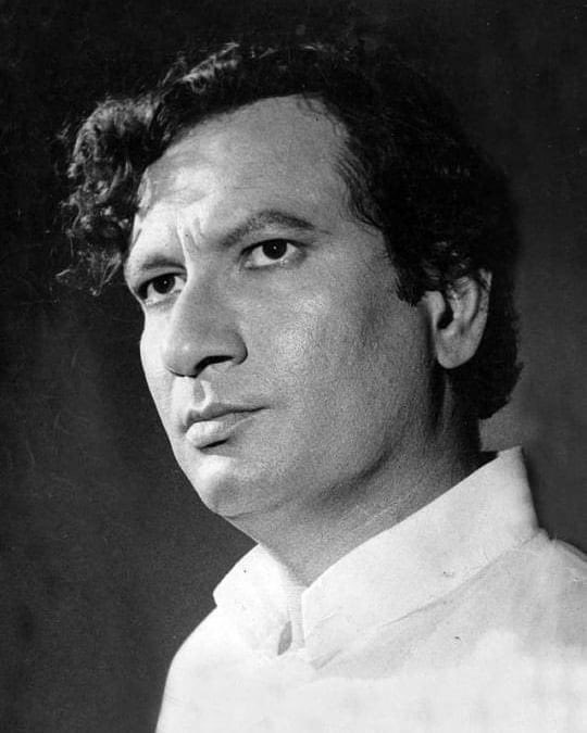 Paying my tributes to  Legendary Filmmaker #VijayAnand ji on his Birth anniversary. He influenced a whole generation of filmmakers as a writer-director ahead of his time & is known for his acclaimed films like Guide (1965) , Teesri Manzil (1966)  Johnny Mera Naam (1970). 🙏🏼