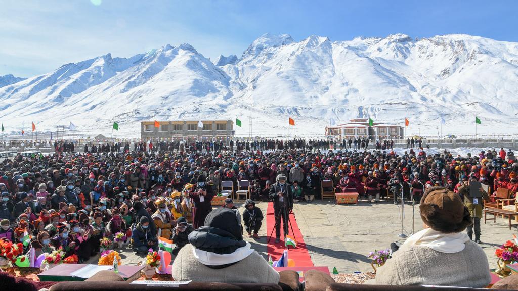 Shri @KirenRijiju inaugurated the spectacular Khelo India Winter Sports Festival at Zanskar, Ladakh, along with LG Ladakh Shri RK Mathur, MP Shri @jtnladakh .