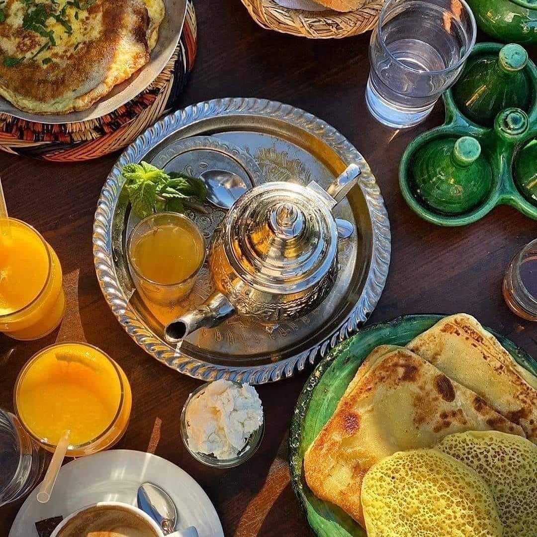 Bonjour  Petit déjeuner marocain ... le grand moment de plaisir du matin 😍😋  #Besafe #becareful #rabatmorocco #visitrabat #rabat #maroc  #Livry #livraison