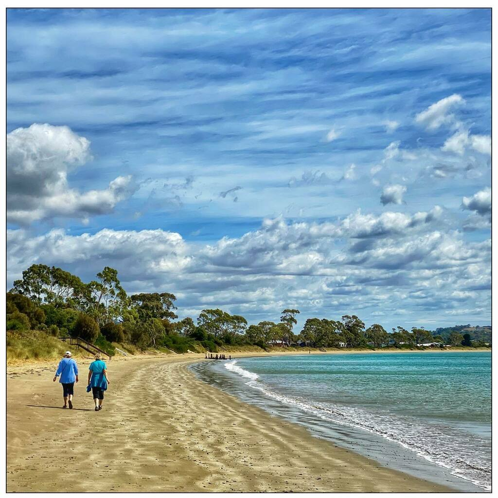 #friends #walking on the #beach with #grey #clouds, #blue #sky, #green #water and matching tops #Hobartandbeyond #Tasmania #photooftheday #iphoneonly https://t.co/dxaDOUeQ1r https://t.co/7ecJKH3N6l