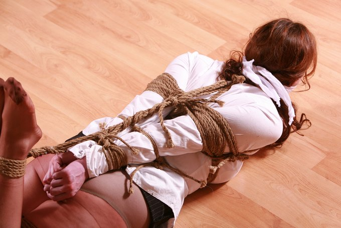 4 pic. Fiona Murphy Prides herself in being an Escape Artist capable of wriggling & squirming out of