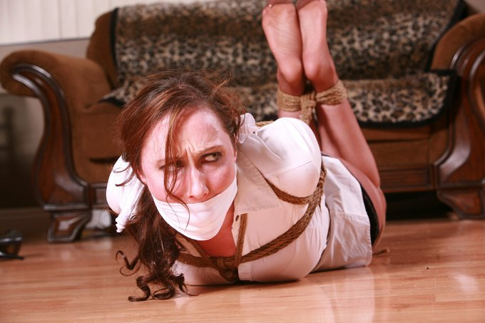 1 pic. Fiona Murphy Prides herself in being an Escape Artist capable of wriggling & squirming out of