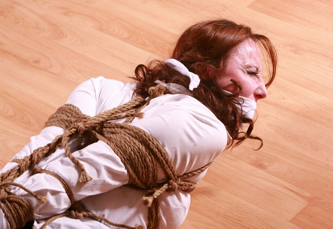 3 pic. Fiona Murphy Prides herself in being an Escape Artist capable of wriggling & squirming out of