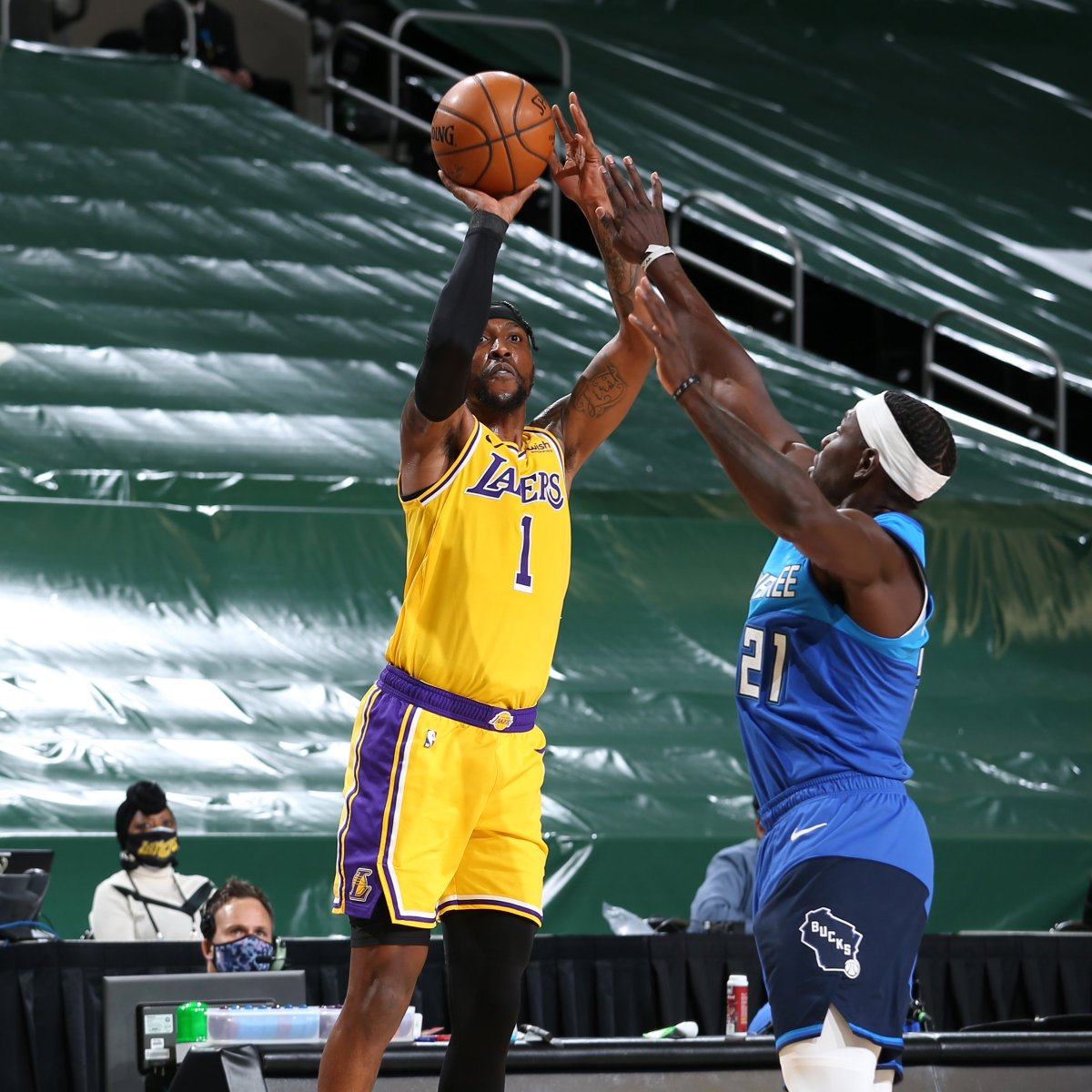 Kentavious Caldwell-Pope (7-10 3PM tonight) has shot 18-for-28 (64.3%) from beyond the arc over the last five games. That is the highest 3-point shooting percentage over a five-game span in @Lakers history (min. 25 attempts). @EliasSports https://t.co/sOcFv28SKO
