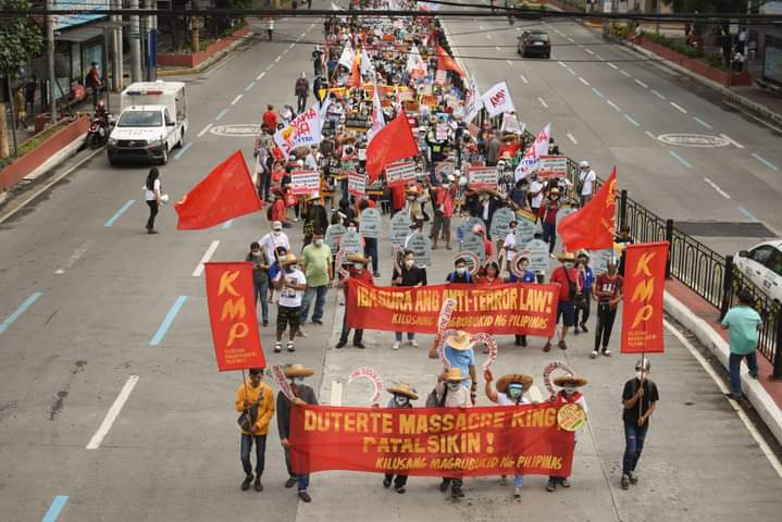 LOOK. Farmers, progressives mark the 34th year since the Mendiola Massacre.
