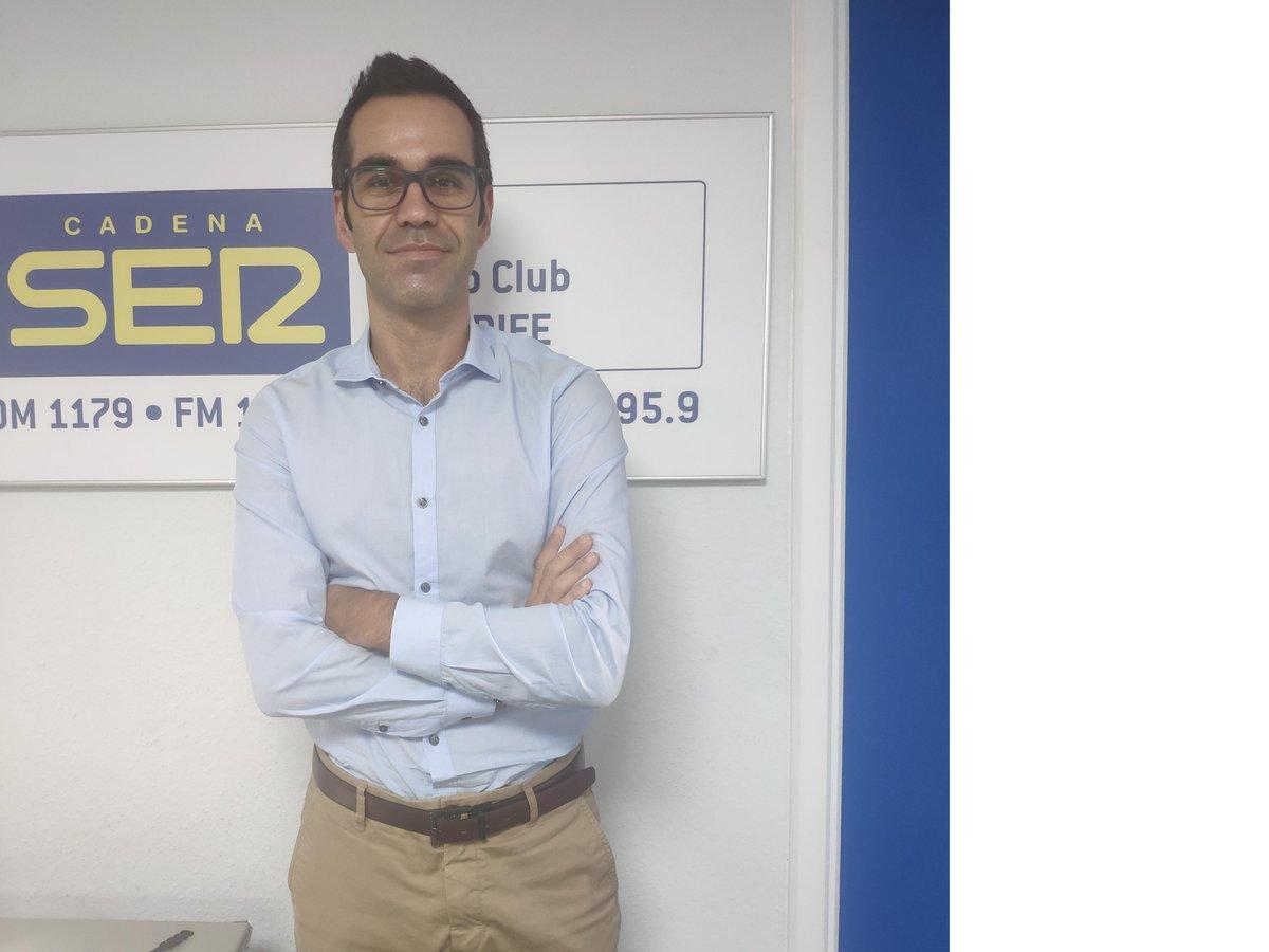 🔴📻 Comienza #LaPortada con Miguel Ángel Rodríguez Villar @marovillar Hasta las 9:00 hablamos de los últimos datos de la pandemia y las restricciones, y entrevistamos a la presidenta de la Asociación Canaria por el Alquiler Vacacional, Doris Borrego #LaRadio https://t.co/c67Nis7EA6